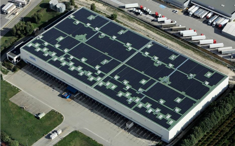 Soprema réalise 142000 m2 de toitures photovoltaïques en rénovation pour le Groupe Casino
