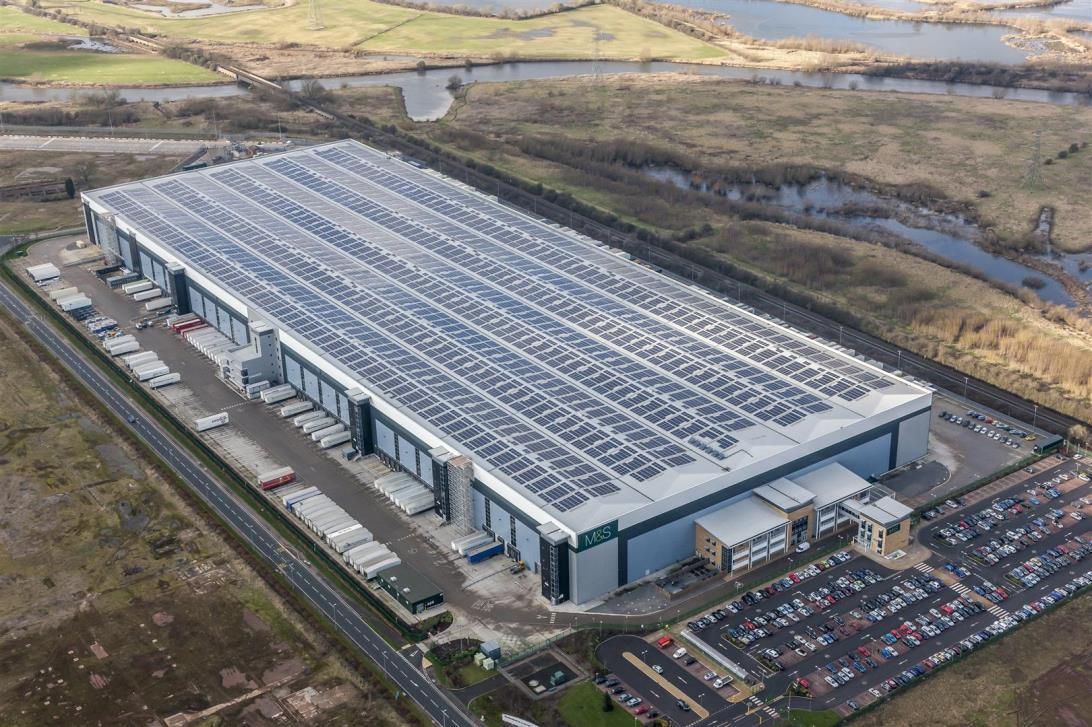 Centrales PV: la plus grande centrale PV en toiture du Royaume-Uni