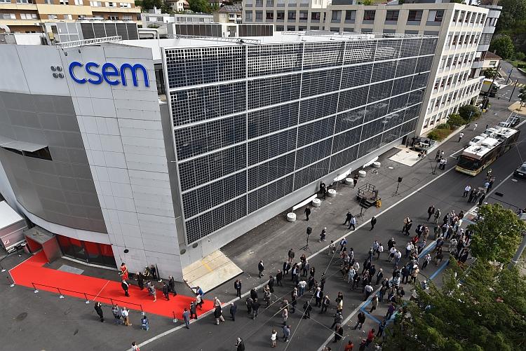Le CSEM équipe son site de Neuchâtel d'une façade photovoltaïque
