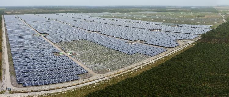 Neoen construit la plus grande centrale photovoltaïque d'Europe en Gironde