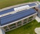 Toiture photovoltaïque de 67,5 kWc sur une crèche à Erding, près de Munich (Allemagne) (Photo : Schletter)