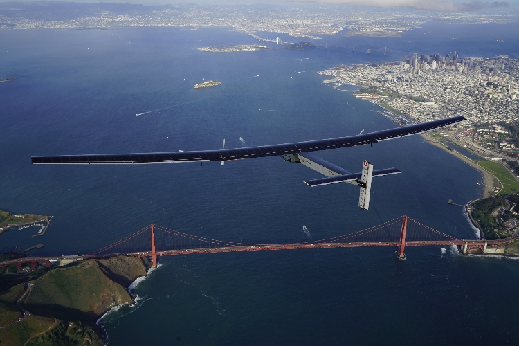 Solar Impulse 2: un vol de 62 heures pour arriver sur le sol américain