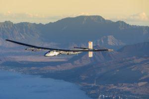 Solar Impulse 2 à Hawaï,le 27 mars 2016, lors d'un vol de test effectué par le pilote Markus Scherdel