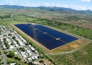 Une centrale photovoltaïque de 15,5 MW opérationnelle depuis juillet 2015 à Salinas, Porto Rico, réalisée avec 221718 modules PV en silicium multicristallin de JinkoSolar, 78 onduleurs Context XC 630 de Schneider Electric, des onduleurs BPCS de Green Power Technologies et 21,8 MW de batteries Li-ion de Saft.