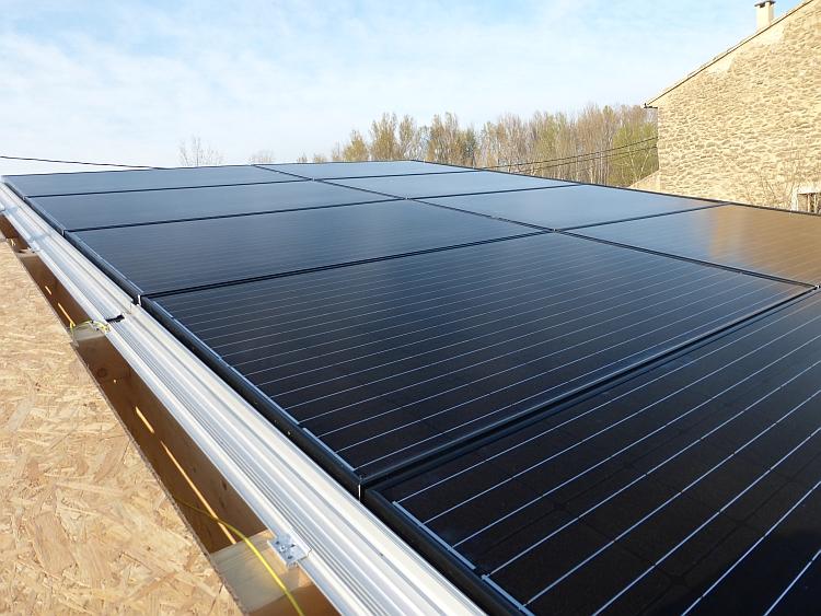 Système d'intégration au bâti pour les toitures avec pannes