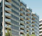 Premier îlot mixte à énergie positive d'Europe, le site Hikari de Lyon Confluence affiche une performance environnementale rendue possible, entre autres, par l'intégration de 570 m2 de vitrages photovoltaïques AGC SunEwat XL, qui produisent quelque 15 MWh/an (Photo: AGC Glass)
