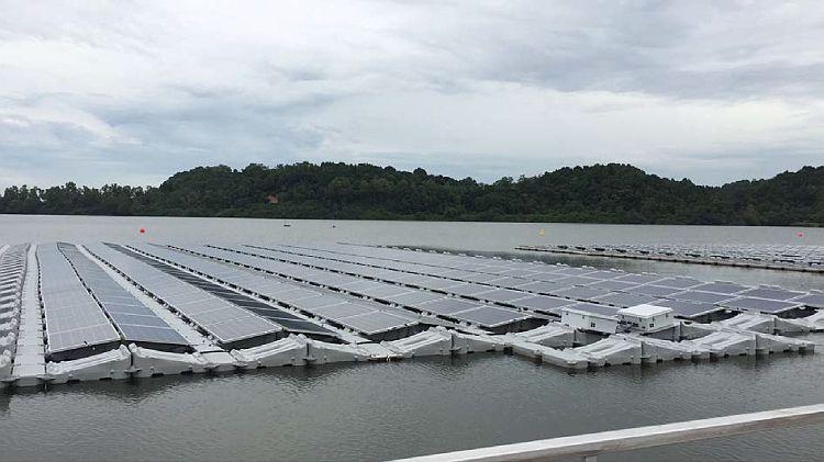 Un site PV flottant de 1 MWc est en test à Singapour