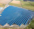 Une centrale PV de 4,7 MWc réalisée par Solarcentury sur un terrain de conversion industrielle à Salzwedel dans l'état fédéral de Saxe-Anhalt (Allemagne) (Photo : Schletter)