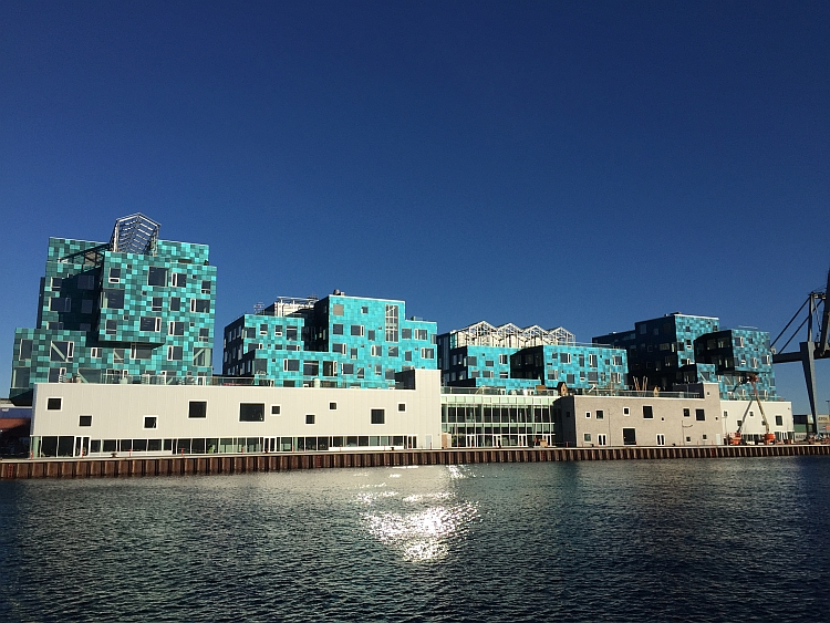 Une école danoise s'équipe d'une façade solaire originale