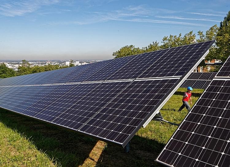 Veolia remporte le premier contrat de recyclage de for Recyclage des panneaux solaires