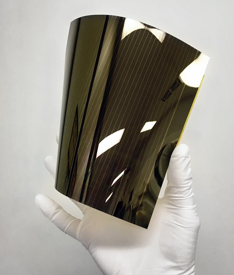 Cellule solaire à pérovskite: Solliance atteint un rendement de 13,5% sur substrat souple