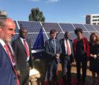 La centrale PV a été inaugurée en présence du ministre de l'énergie du Kenya Charles Keter, du ministre français de la transition énergétique Nicolas Hulot et de l'ambassadeur français au Kenya Antoine Sivan, aux côtés d'Arnaud Mince, président d'Urbasolar et d'autres officiels.