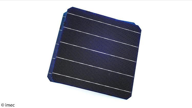 Un rendement de conversion de 21,9% pour des cellules solaires n-PERT bifaciales sérigraphiées