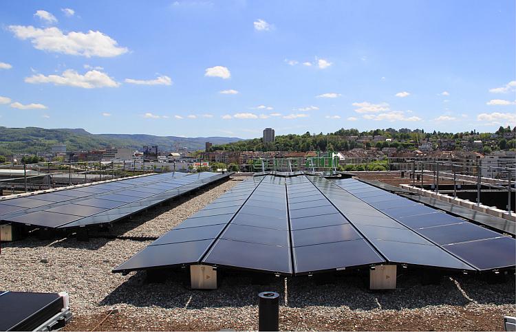 Un immeuble tertiaire affiche 540 kWc de PV en toiture et façade à Bâle