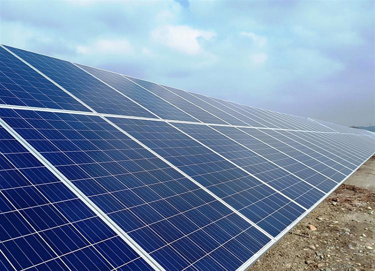 Frontignan installe une centrale photovoltaïque de 5 MWc sur son ancienne décharge