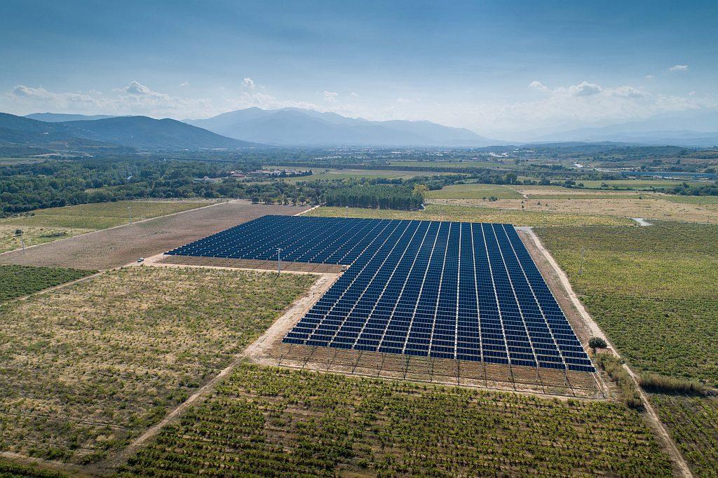 Une centrale agrivoltaïque de 2,1 MW entre en service dans le vignoble de Tresserre