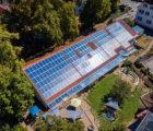 Une centrale photovoltaïque de 57 kWc a été réalisée par Wirsol sur la toiture d'une école maternelle à Heidesheim (Rhénanie-Palatinat). L'électricité produite par les 211 panneaux photovoltaïques, convertie par les deux onduleurs assistés d'optimiseurs de puissance P600 de SolarEdge, est destinée à l'autoconsommation sur site, avec une couverture prévue supérieure à 65%.