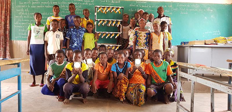 Lagazel inaugure une station de recharge de lampes solaires pour les écoles africaines