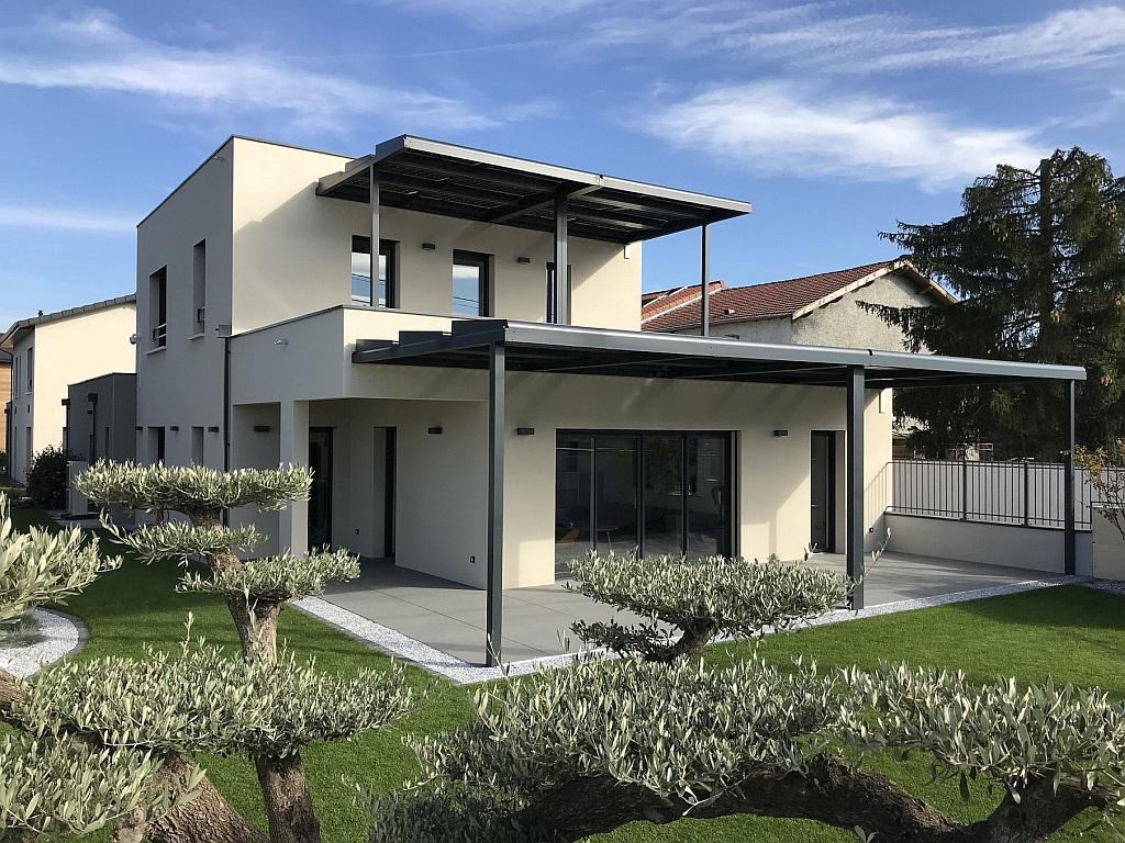 Ganova construit une maison passive avec 9,6 kWc de pergolas solaires