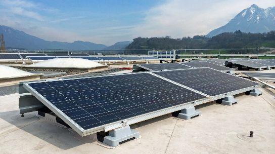 PV: solution de fixation Sika-Centroplan pour toitures-terrasses