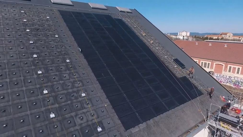 Au Parc des Ateliers d'Arles, solaire et autoconsommation vont de pair!