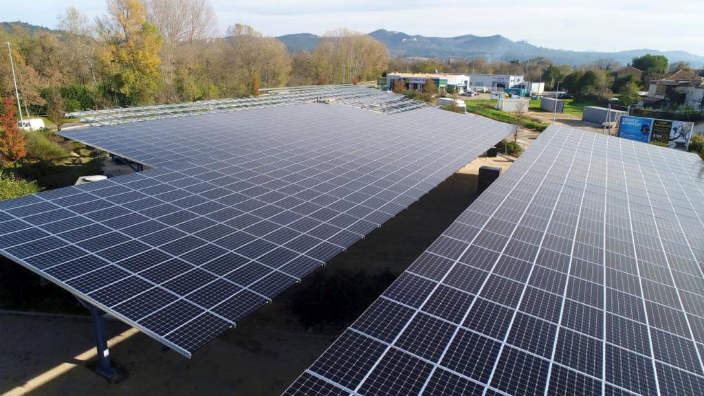 VSB inaugure 890 kWc d'ombrières PV à Bagnols-sur-Cèze
