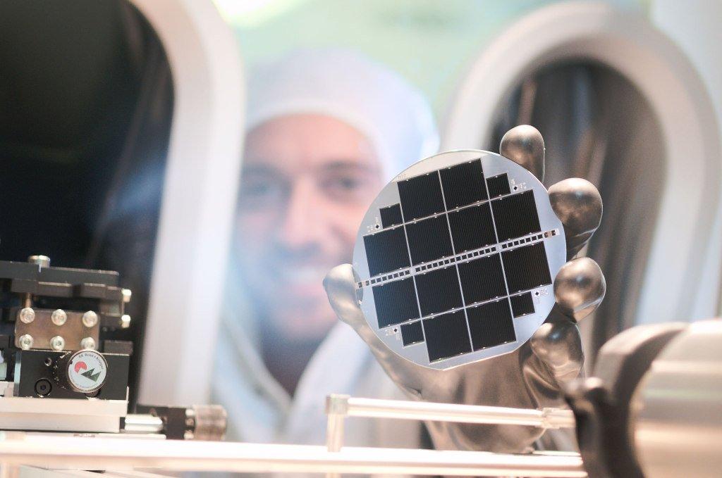 Rendement de conversion: 34,1% pour des cellules solaires triple jonction à base de silicium!