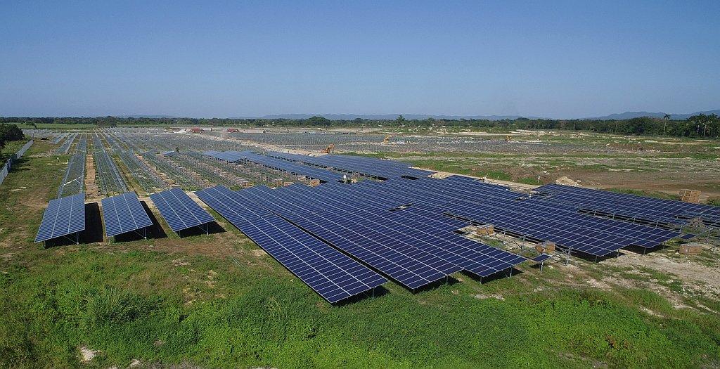 Réalisations PV: Neoen en Jamaïque, EDF en Egypte, Langa/ENGIE en France