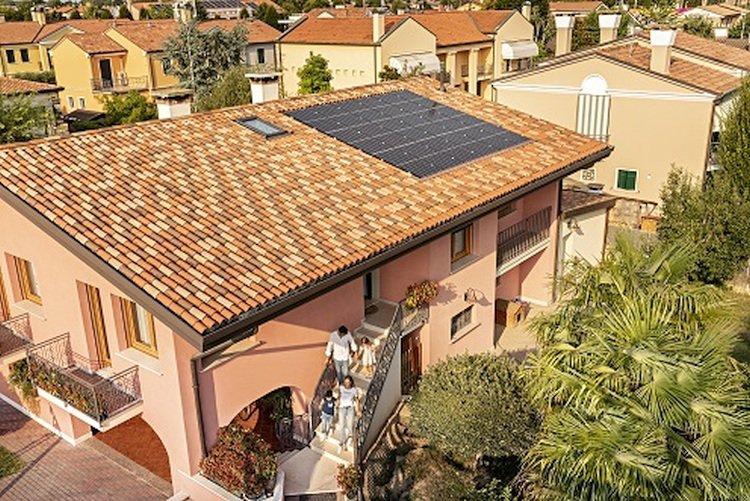 Venise accueille la première installation PV utilisant les panneaux de haut de gamme de REC