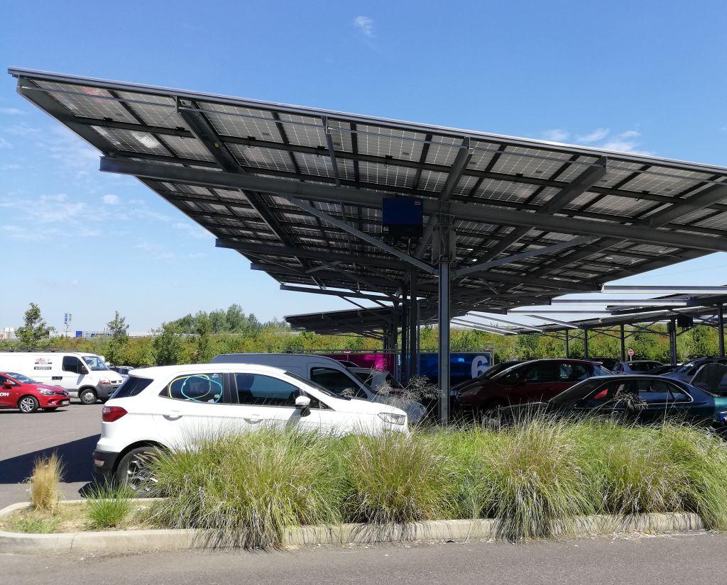 A Aire-sur-l'Adour, Leclerc autoconsomme 96% de l'électricité produite par ses ombrières PV